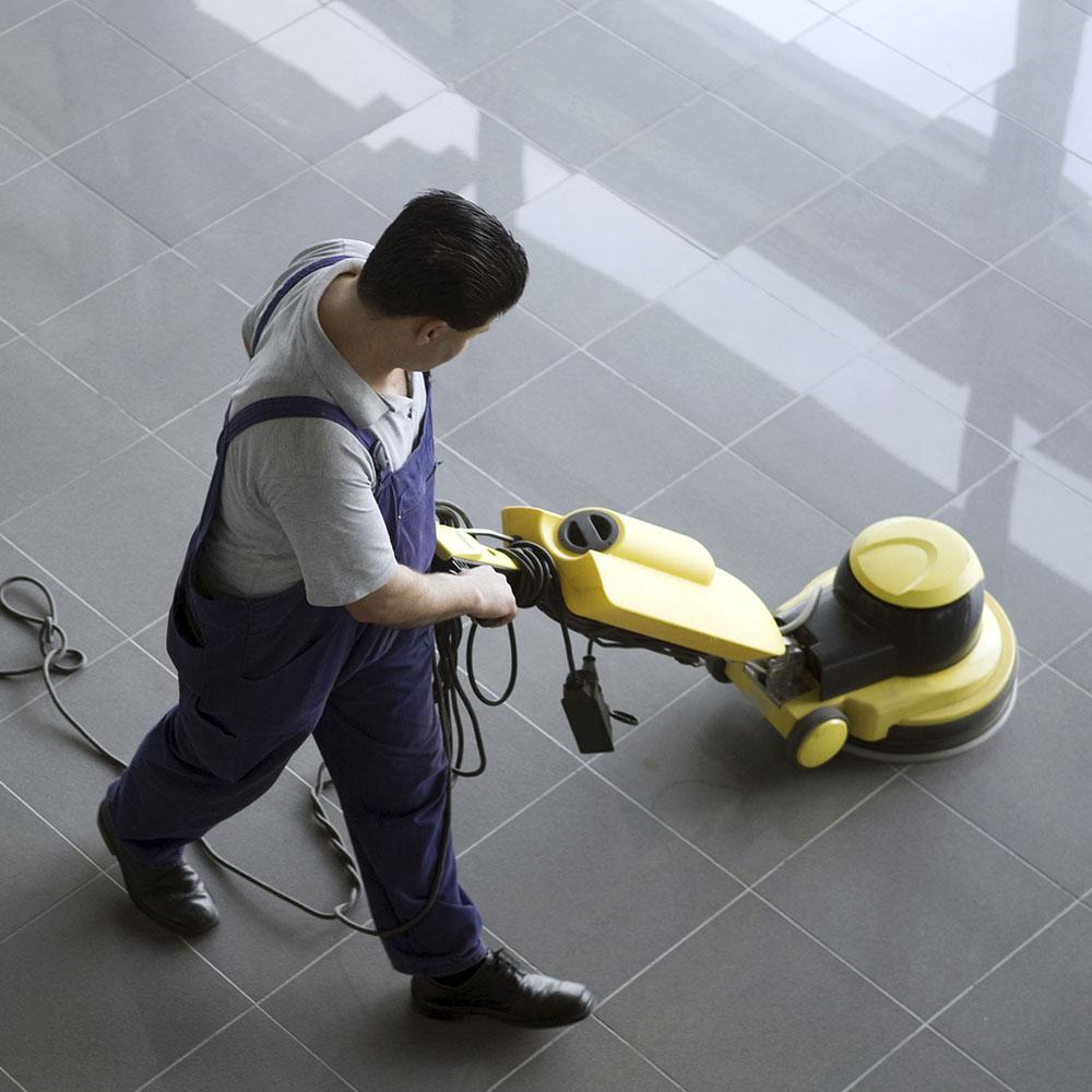Nettoyage professionnel d'un sol par une entreprise