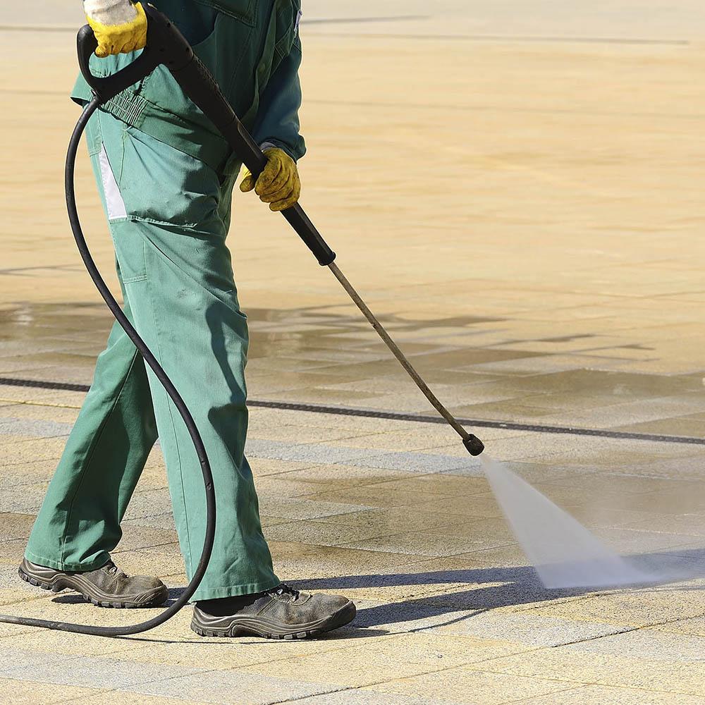 Nettoyage haute pression d'une terrasse extérieure