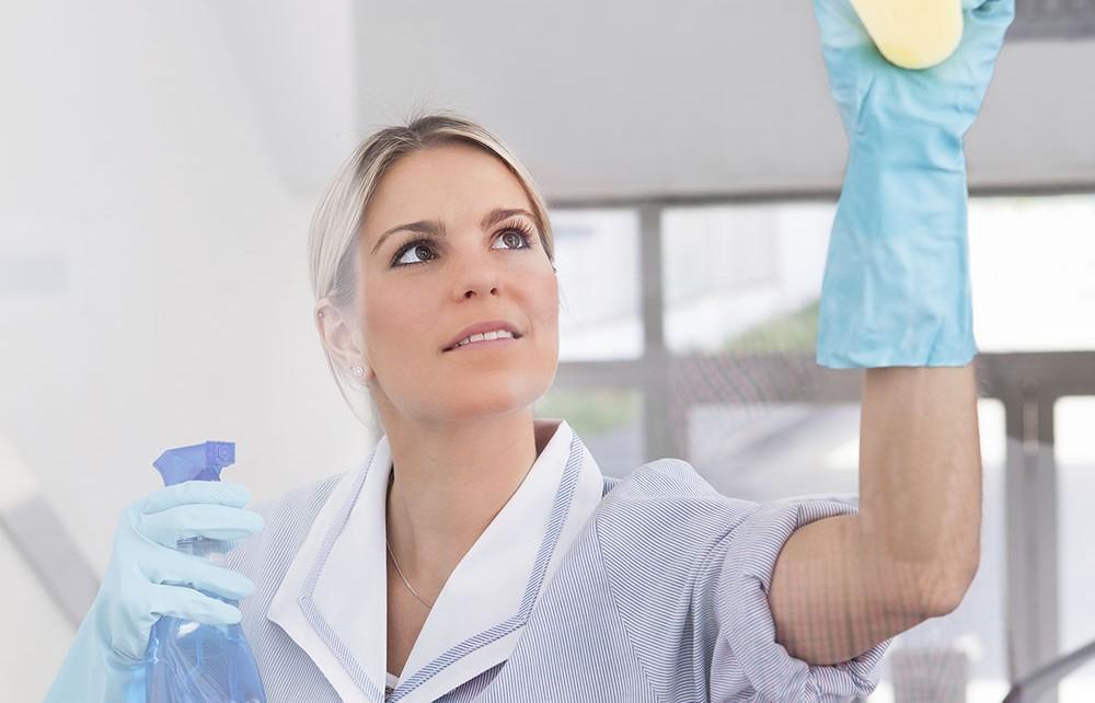 Ménage et nettoyage de vitre par une société de nettoyage professionnel